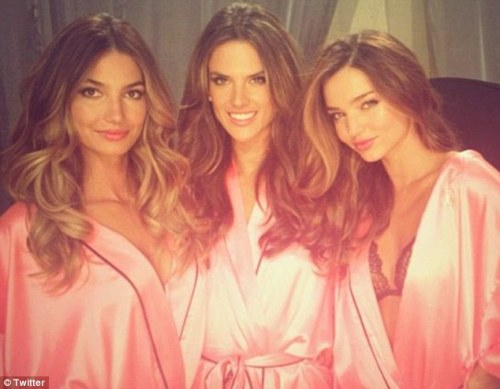 Lily, Ale and Miranda - VSFS 2012 backstage