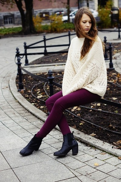 lookbookdotnu:  White sweater! (by Emilly Potter)