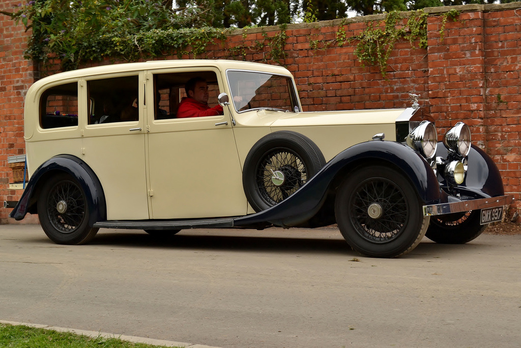 carpr0n:  Fit for the throne Starring: '37 Rolls Royce 25/30 (by Charles Dawson)