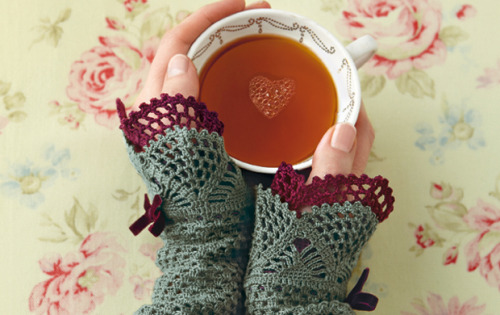 pamelatutu:  Crochet wristwarmers designed by Monika Siwak.