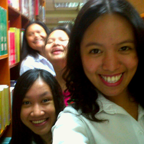 w/ my loves @hisreese @christannroxas @samsamapora (Photo taken and uploaded via MOLOME )
