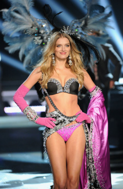 journaldelamode:  Lily Donaldson at Victoria's Secret 2012 show