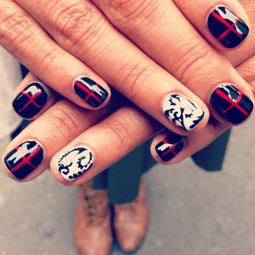 Red, White, Black & Baroque #nails for @laura_zapata