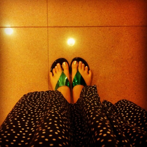 They tell me this is a #fromwhereistand shot. Maybe it is. #leg #toes #polkadots #polka #dress #navy #white #green #dorothyperkins #slippers #silver #pedicure #instadaily #floor