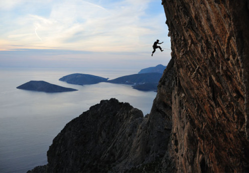 Off The Wall: 10 Scenic Places to Rock Climb Rock is hot again. In fact, you can burn up to 700 calories an hour while hoisting yourself up the side of a cliff. When you've mastered the wall at your climbing gym, plan a trip to scale one of these beauties.