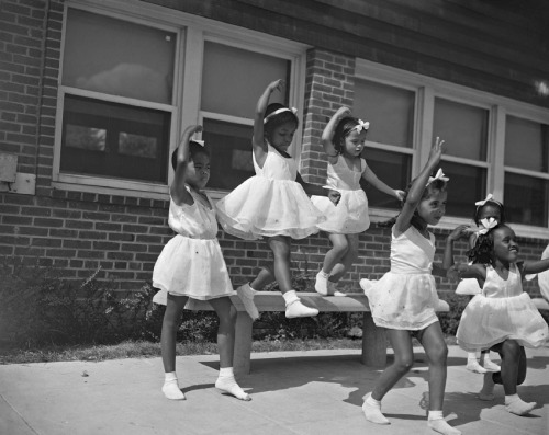 torrid-wind:  Young Dancers, Frederick Douglass Housing Project in Anacostia, Washington DC, 1942 - photo by Gordon Parks  Exquisite.