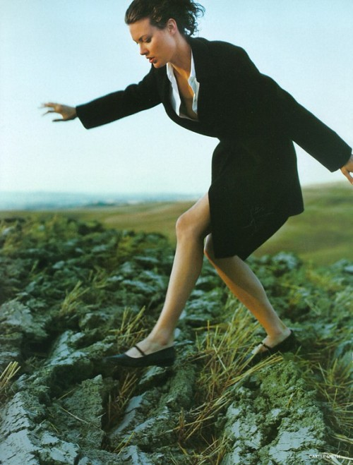 80s-90s-supermodels:  Vogue UK, October 1997Photographer : Carter SmithModel : Shalom Harlow