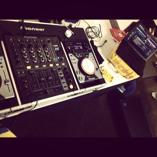 Morning mix sesh :D #pioneerdj #pioneer #cdj #400 #macbook #qsc #k-12 #apple #traktor #djm #700 #music #djkosto #kosto #disfunction