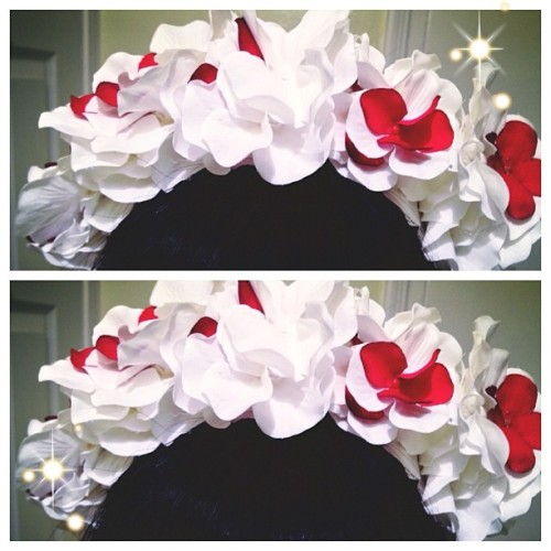 Debating if I should sell this floral headpiece I made ? I made for HARD and I got a couple compliments on it. 😊 If anyone is interested in it, lmk. It will also come with a single kandi. ✨ #mine #headpiece #floral #kandi