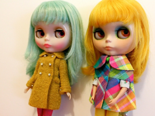 mellykaycustoms:  New scalp? by madebypablita on Flickr. I customized the girl on the right a while ago. These outfits are so adorable!