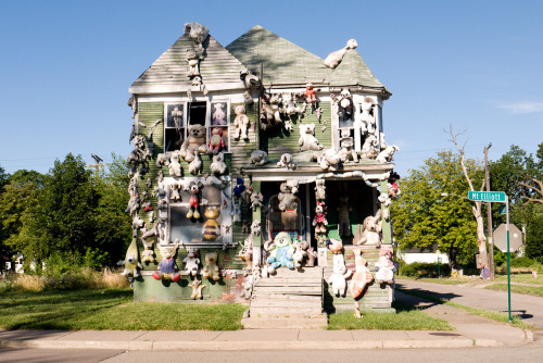 Love this Terry Richardson photo of the stuffed animal house in Detroit.