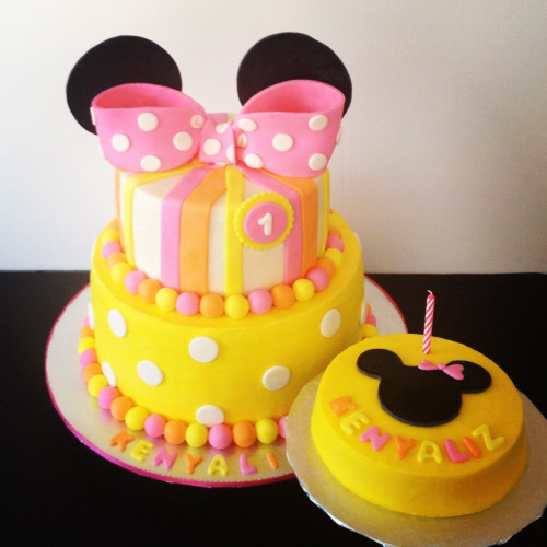 Minnie Mouse Baby Cake
