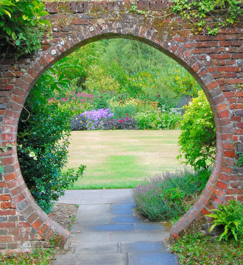 Great Comp Garden in the Round by antonychammond on Flickr.