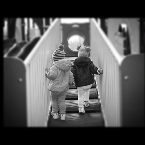 """Follow me, sis!"" #coveygirls  #sisters #twins #gigharbor #vacation  (at Gig Harbor, WA)"
