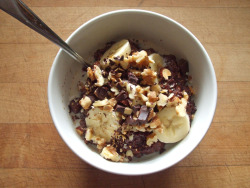 garden-of-vegan:  dark chocolate oatmeal with flax, banana, walnuts, chopped dark chocolate, and soy milk recipe