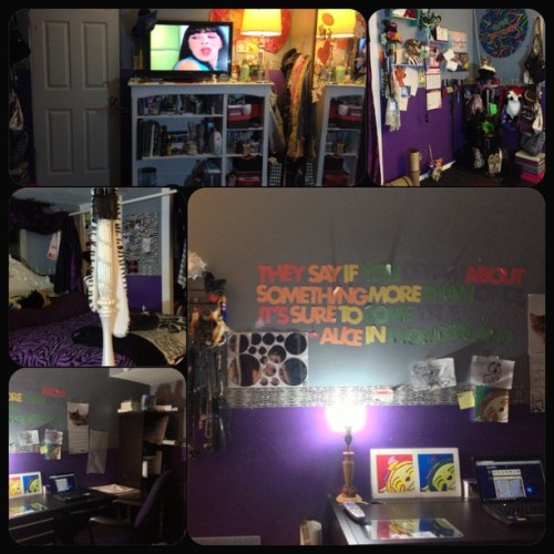 Day 8: Your Room #November #PhotoChallenge #YourRoom #ReDone #IHadToCleanMyRoomAndDoItOver #lol