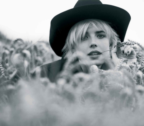 Agyness Deyn by Ben Weller, Twin