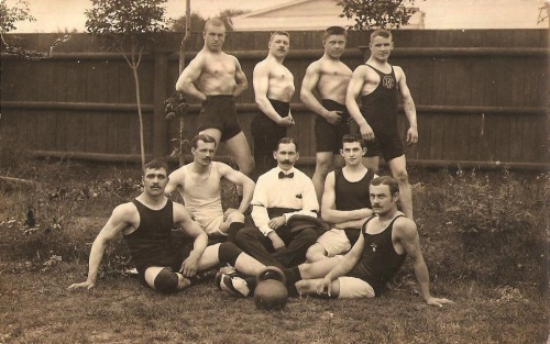 zolotoivek:  Russian wrestling team, 1913.
