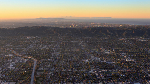 jickatrap:  Air Travel - Los Angeles Sunrise by fksr on Flickr.
