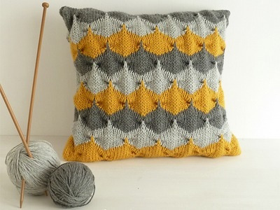 knittomania:  Decorative pillow geometric pattern by Sol Maldonado on Ravelry http://www.ravelry.com/patterns/library/decorative-pillow-geometric-pattern