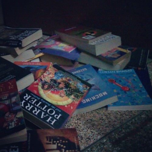 Cleaning and reassembling my book-shelf. Yeay!