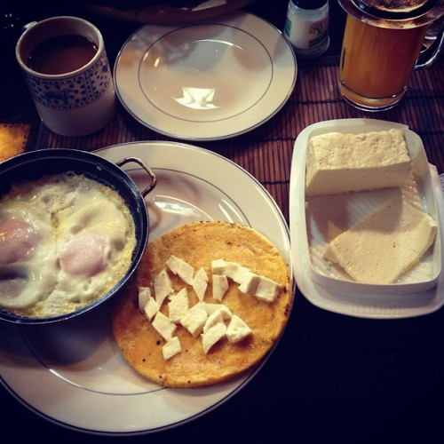 Breakfast in #LaCeja, #Colombia #Antioquia  (at La Ceja)
