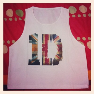 "1D cropped tank top.. The ""1"" supposed to be Ireland's flag but end up with the double England's flag, only in different color.. D'ooohhh!  #OneDirection #1D #croppedtee #croppedtanktop #whiteshirt #clothes #directioners #instadaily #instagram #ig"