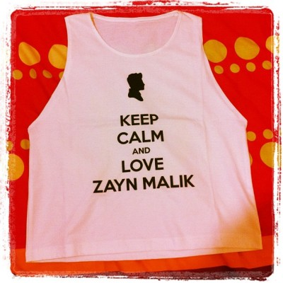KEEP CALM AND LOVE ZAYN MALIK!!! ❤❤❤❤ #1D #onedirection #ZaynMalik #whiteshirt #croppedtee #croppedtanktop #clothes #instagram #instadaily #ig #instafashion