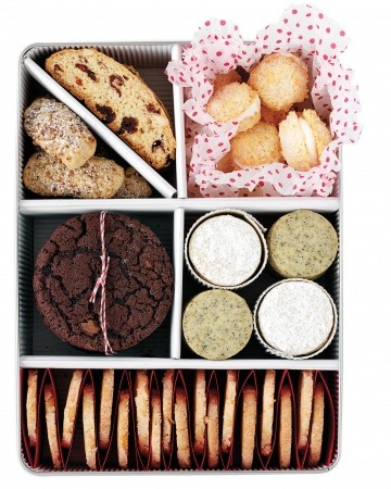 thetailorsstories:  packaging cookies via martha stewart