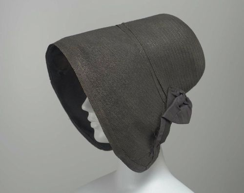 Leghorn bonnet, 1835-40 US, the Museum of Fine Arts, Boston  A black leghorn bonnet, with wide poke brim, black taffeta bonnet skirt at back, brim lined with black crêpe.