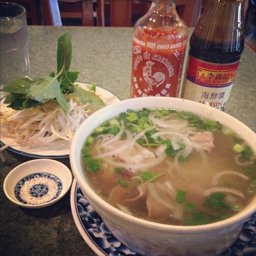 Got Pho? 😊😋🍴🍜 #pho #lunch #vietnamese #foodporn #foodstagram #foodfatty #foodie #ilovefood #nomnomnom  (at California Noodle & Grill Vietnamese Restaurant)