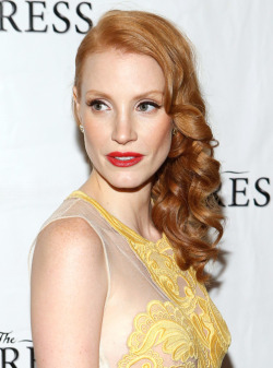 Here are five steps to creating Jessica Chastain's pin curl waves from the hair stylist behind the look!