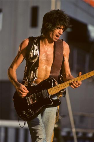 KEITH RICHARDS - Lynn Goldsmith x-pensivewinos:   Keith Richards by Lynn Goldsmith  Oh sweet fucking Jesus