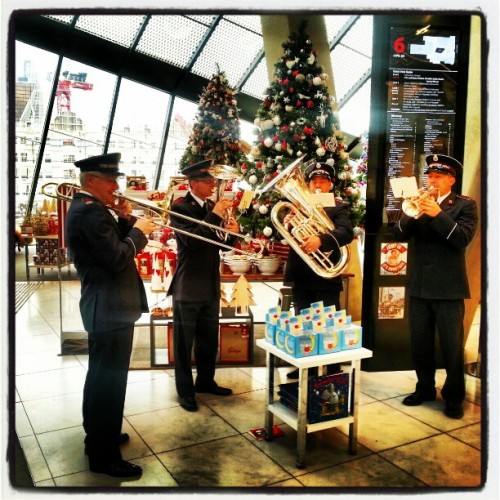 The Salvation Army band showing us The Spirit of Christmas :) #spiritofchristmas #christmasatmyer #salvationarmy #salvationarmyband #Myer #Melbourne #myermelbourne @myer_mystore  (at Myer)