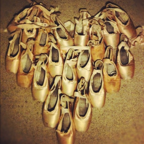 thealphabettolife:  I only used 10 pairs because I had no space to make a bigger one :(  Ballet=love