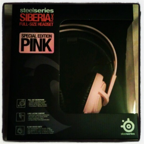 inlustshetrusts:  YESS!! #SteelSeries #SiberiaV2 #pink  Thanks for supporting Pink :)!