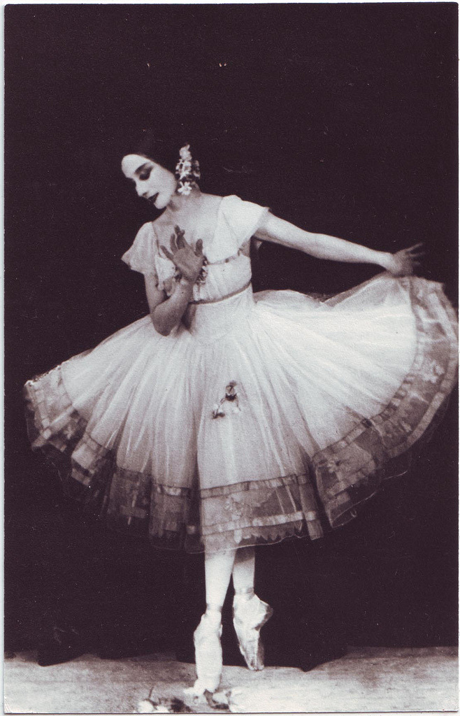 frenchtwist:  via mudwerks:  11 Giselle (London. 1924) (by Performing Arts / Artes Escénicas)