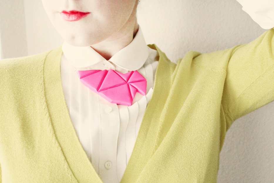 Geometric Bib Necklace | Sugar & Cloth If you need another reason to go buy some polymer clay, here is a fantastic one! I just love this necklace, not only for the neon colour but the bib style. Plus it looks great with the green cardign too!