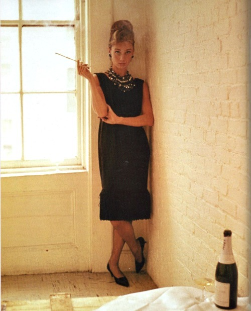 thatsjustelegant:  Audrey Hepburn in Breakfast At Tiffanys (1961)