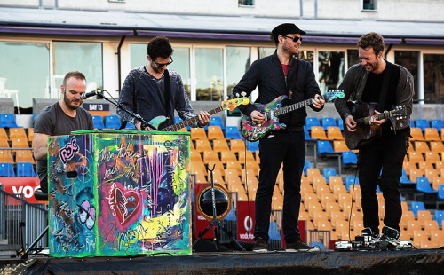 Read Roadie #42's blog about Coldplay's soundcheck in Paradise (aka New Zealand) - which also features some wonderful photos… http://cldp.ly/r42b184
