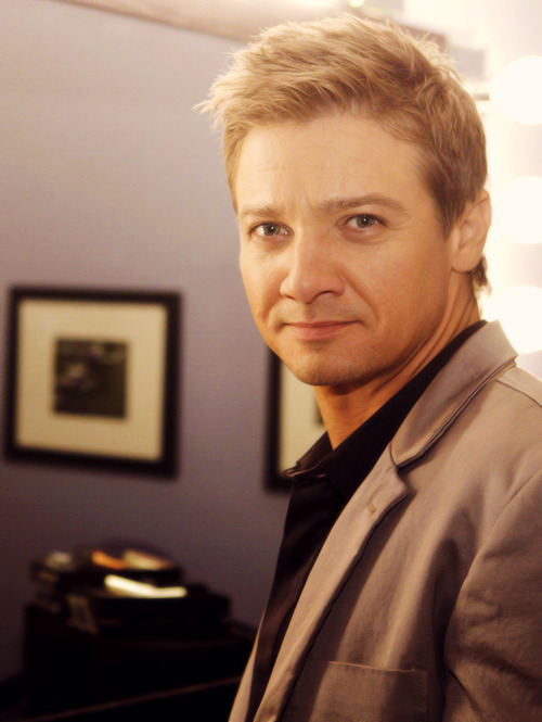 249/? pictures of Jeremy Renner