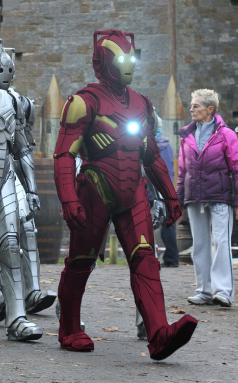 "smauglings:  icolorcat:  gandalf-the-time-wizard:  ""The Iron Cyberman""  Mind equals blown.  NOOO TONYYY"