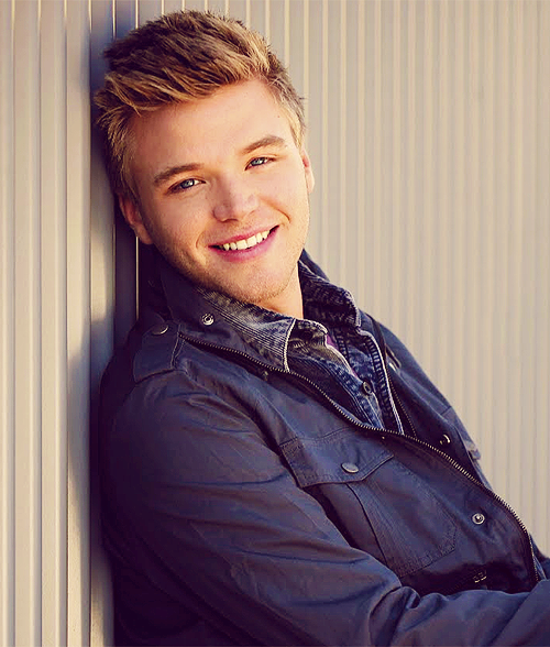 "yiinsanity:  ADORABLE BRETT DAVERN! :""> I CAN BE YOUR GIRLFRIEND BRETT! aahh, i can't wait for AWKWARD Season 3."