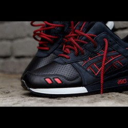 the-rescuer:  Latest pickup! #ronniefieg #asics #gellyteIII #totaleclipse #soldout