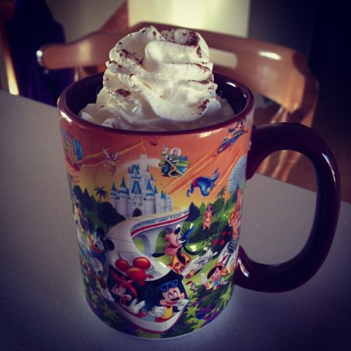Yummy hot chocolate 😍😋😬