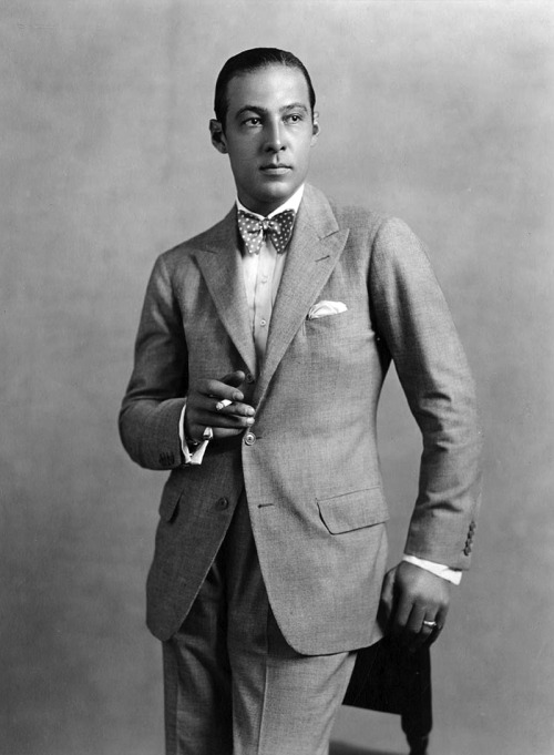 voxsart:  The Bow Tie Crowd. Rudolph Valentino.