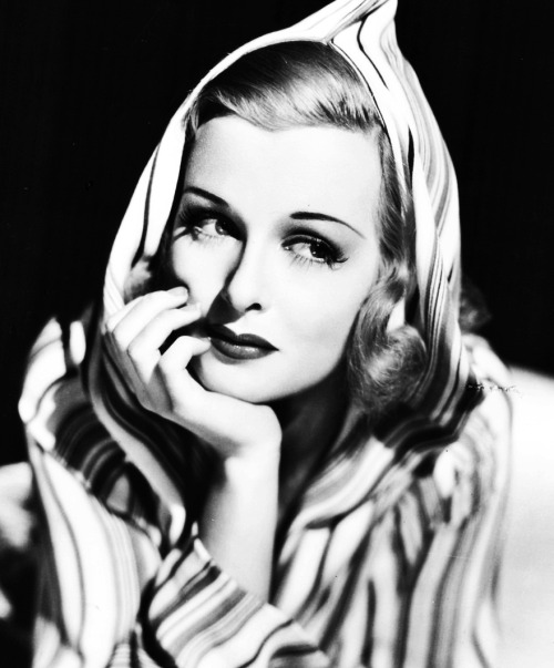janegreers:  Joan Bennett, 1936  I love the hooded garment fashion trend of the late '30s! Beautiful