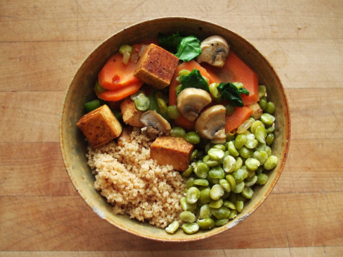 healthymissfit:  garden-of-vegan:  stir-fried tofu, carrot, green bell pepper, mushroom, onion, and spinach, lentils, and whole wheat couscous  this looks stupid delish, DROOOOOOOOOL  gimme gimme gimme