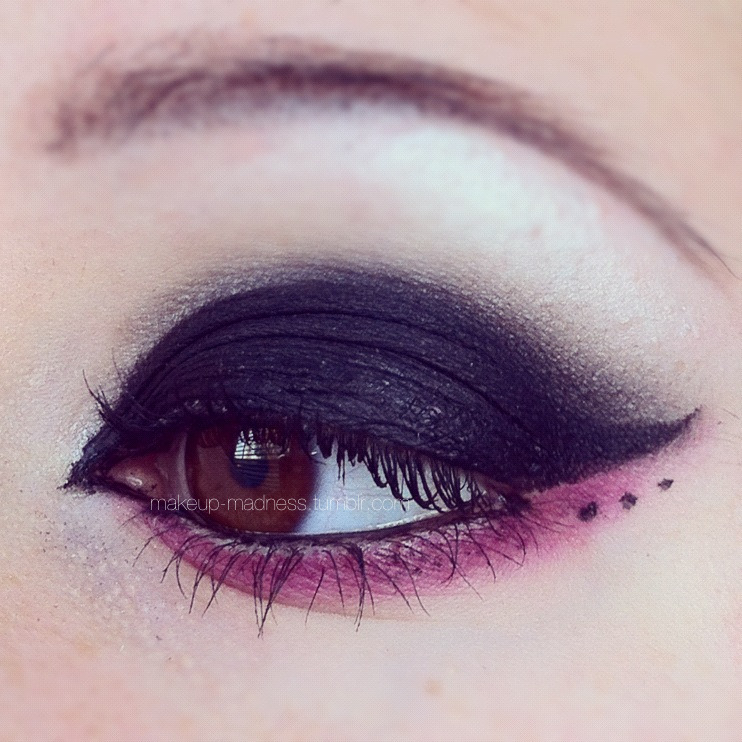 makeup-madness:  pink line series: 3  So so so pretty! ~Prepare for this at school one day <3
