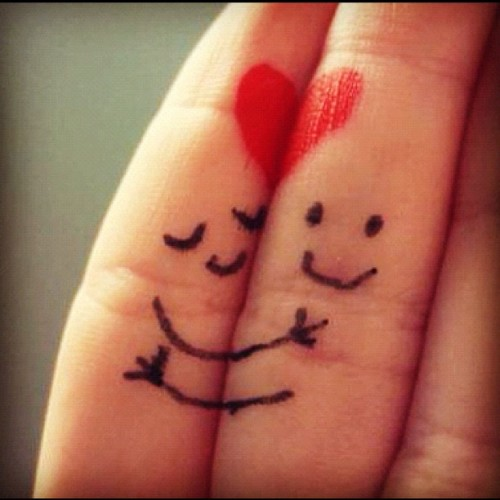 meeomiia:  #hugs #fingers #jewelry #heart #two #couple #stickpeople #smile #love